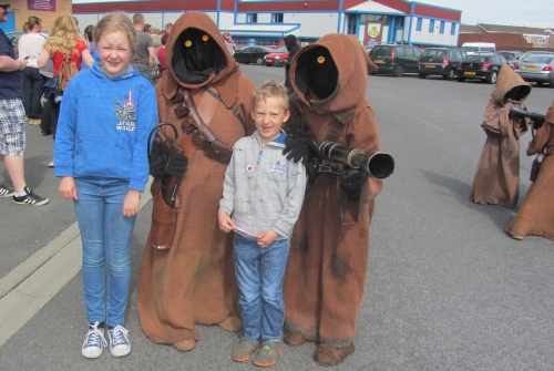 Dastardly Jawas tried to sneak away with the younglings.